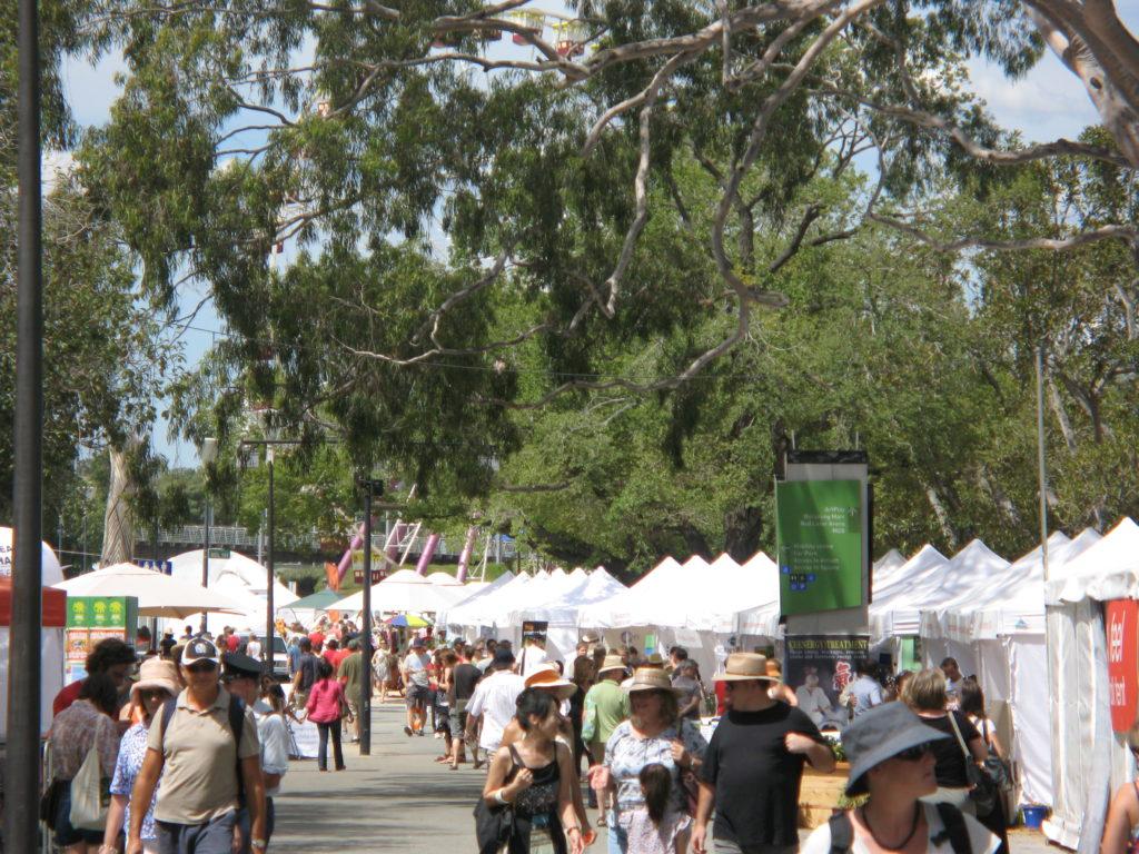 Sustainable_Living_Festival_2010_Riverside_walk
